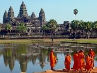 Giorno 10 : Angkor Wat – Banteay Srei – Ta Prohm (colazione)